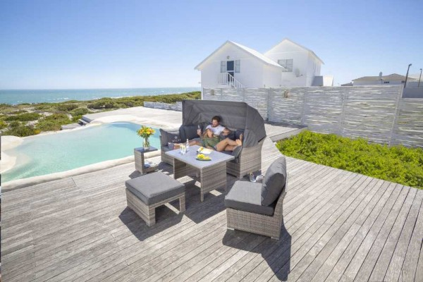 Casaya Lounge Trivor